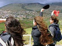 Syrian students at the border (photo: AP)