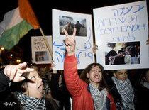 Anti-war protesters in Tel Aviv on 3 January 2009 (photo: AP)