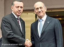 Turkish Prime Minister Erdogan with the Israeli Premier Olmert (photo: dpa)