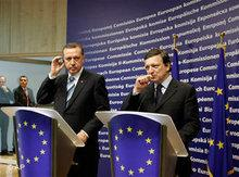 Turkey's prime minister Recep Tayyip Erdogan, left, and EU Comission President Barroso (photo: AP)