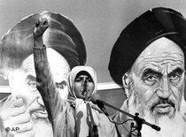 Young female student in front of images of Ayatollah Khomeini, Teheran 1979 (photo: AP)
