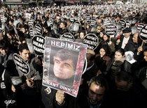 Demonstrators in Istanbul showing solidarity with the assassinated journalist Hrant Dink (photo: AP)