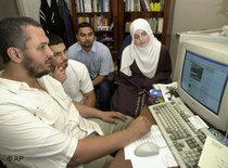 Young muslims in Europe in front of a computer (photo:AP)