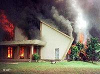 Burning church in Ujungpandang on the island of Sulawesi (photo: AP)