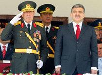 President Abdullah Gül with army generals (photo: AP)