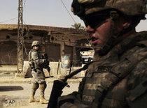 US troops in Bakuba, Iraq (photo: AP)