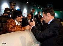 Gaddafi and Sarkozy at the EU-Africa summit in Lisbon 2007 (photo: AP)