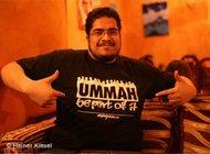 Salman Sagir showing off a Styleislam T-shirt (photo: Heiner Kiesel)
