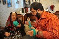 Recep Ivedik at home with his grandmother (source: Kinostar)