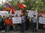 Armenians protest holding national and party flags (photo: AP)