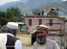 Taliban civilians in Pakistan (photo: Saeed Shah/MCT/Land)