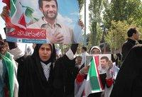 Supporters campaigning for Ahmadinejad (photo: Roshy Zangeneh)