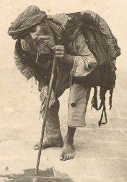 A beggar in Teheran, photo by Antoine-Khan Sevruguin (photo: private copyright, Emanuel Sevrugian/Museum der Weltkulturen)