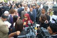 Dalia Mogahed giving interviews to international journalists in Cairo (photo: Amira El Ahl)