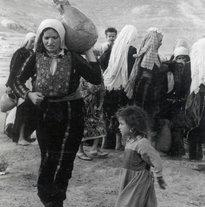 Palestinian refugees in 1948 (photo: www-peace-with-justice.org)
