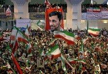 Ahmadinejad supporters in Tehran (photo: AP)