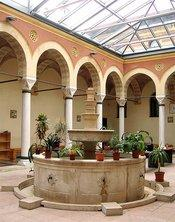 Inner courtyard of the Islamic Theological Faculty in Sarajevo (photo: Stefan Schreiner)
