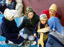 Women wearing headscarfs in a Koran School in Berlin, Germany (photo: AP)