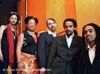 Adé Bantu and band (photo: Sign Supreme Promotion)