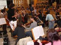 The West-Eastern Divan Orchestra during rehearsal (photo: Deutsche Welle)