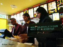 Beurger King Muslim halal fast food restaurant in Clichy-sous-Bois, France (photo: