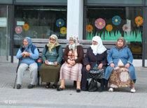 Five headscarfed women in Berlin, Germany (photo: DW)