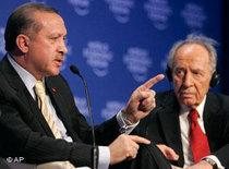 Israel's President Shimon Peres, right, looks on as Turkey's Prime Minister Recep Tayyip Erdogan makes a point while speaking during a session at the World Economic Forum in Davos, Switzerland, 29 January 2009 (photo: AP)