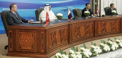 Recep Tayyip Erdogan (l.), Qatar's Emir Sheikh Hamad bin Khalifa al-Thani,  Baschar al-Assad and Nicolas Sarkozy at the four-way summit in Damascus (photo: AP)
