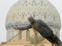 Toppling of the Saddam statue (photo: AP)