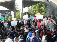 Women protesting in Iran (photo: Meydaan News/DW)