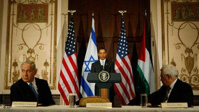 President Barack Obama, flanked by Israeli Prime Minister Benjamin Netanyahu, left, and Palestinian President Mahmoud Abbas, speaks in New York, Tuesday, Sept. 22, 2009, on the sidelines of the United Nations General Assembly (photo: AP)