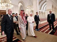 Pope Benedict XIV visiting the modern King Hussein Mosque in Amman (photo: AP)