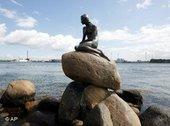 Andersen's little mermaid in Copenhagen harbour (photo: dpa)