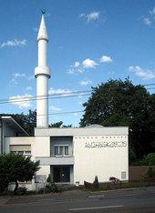 Mosque and minaret in Zurich, Switzerland (photo: Wikipedia, Creative Commons License)