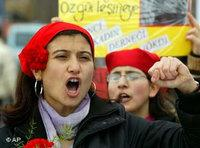 Protest march of Turkish feminists (photo: AP)
