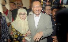 Anwar Ibrahim and his wife on the way to court (photo: dpa)