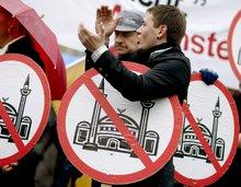 Protests against the building of the new mosque in Cologne, Germany (photo: dpa)