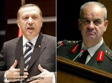 Prime Minister Erdogan (left) and the Chief of the General Staff Ilker Basbug; photo: dpa/DW