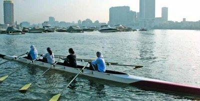 Women rowing on the river Nile in Cairo (photo: GTZ)
