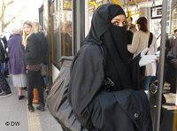 Chamselassil Ayari in a niqab (photo: DW)