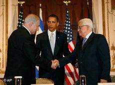 Barack Obama with Benjamin Netanyahu (left) and Mahmud Abbas at a Middle Eastern Summit in New York (photo: AP)