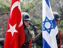 Turkish guard of honour in Ankara on the occasion of a meeting between the Israeli defence minister, Ehud Barak, and his Turkish counterpart, Vecdi Gönül (photo: AP)