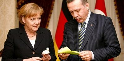 Merkel, Erdogan (photo: AP)