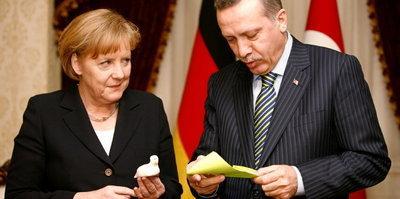 Merkel, Erdogan (photo: AP)