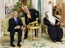 Former US president Bush and King Abdullah (photo: AP)