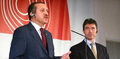 Turkey's prime minister Erdogan and Nato secretary general Anders Fogh Rasmussen (photo: AP)