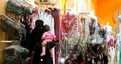 Saudi woman in a lingerie store (photo: AP)