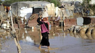 A woman in a Gaza slum village (photo: AP)