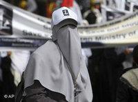 Veiled policewoman in Gaza (photo: AP)