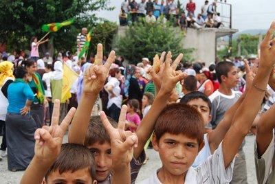 Kurdish children in Dörtyol (photo: Ayşe Karabat)